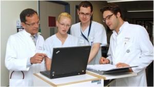 Das ALERTS-Team um Prof. Dr. Frank Brunkhorst (l.) und Dr. Stefan Hagel (r.) wird gemeinsam mit den Pflegekräften auf den Stationen insgesamt etwa 75.000 Patienten des Universitätsklinikums Jena in der Präventionsstudie für Krankenhausinfektionen erfassen. Foto: M. Schacke/UKJ