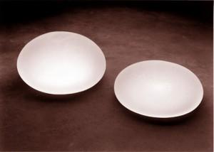 Unterschiedliche Empfehlungen zu Billig-Brustimplantaten
