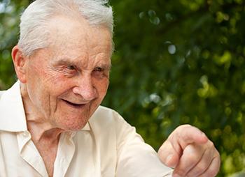 Hausnotruf: So bleiben ältere Menschen im Alter selbständig